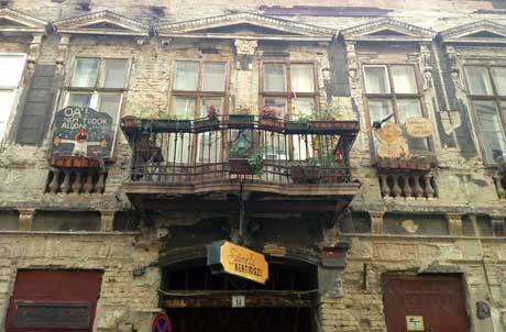 Szimpla Kertmozi, Kazinczy utcá, Budapest