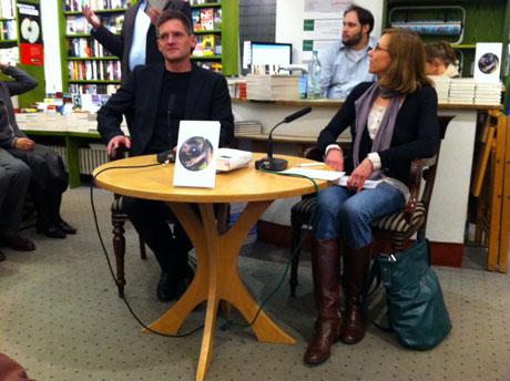 Kurz vor der Lesung mit Moderatorin Tina Rausch