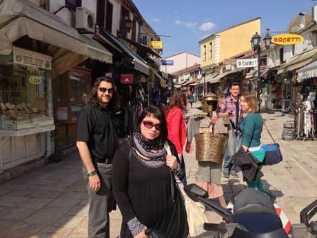 Igor Isakovski und Elizabeta Lindner in der Altstadt von Skopje