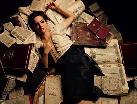 Natalie Portman liest (nicht)