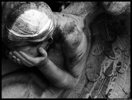 Crying angel, lost her wings, cannot fly home.... © Mortus-Phallustein